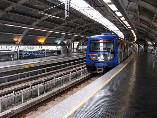 la-plataforma-pro-linea-3-del-metro-de-sevilla-entrega-al-consistorio-3000-firmas-de-apoyo