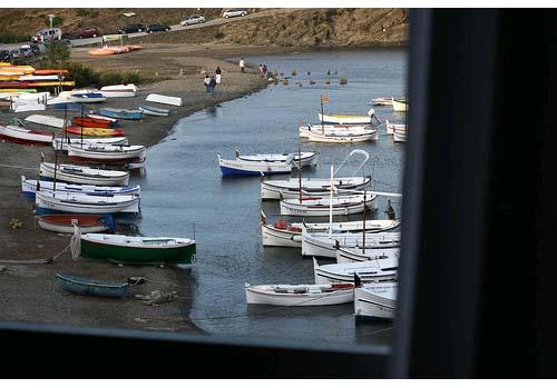 playa y barcas